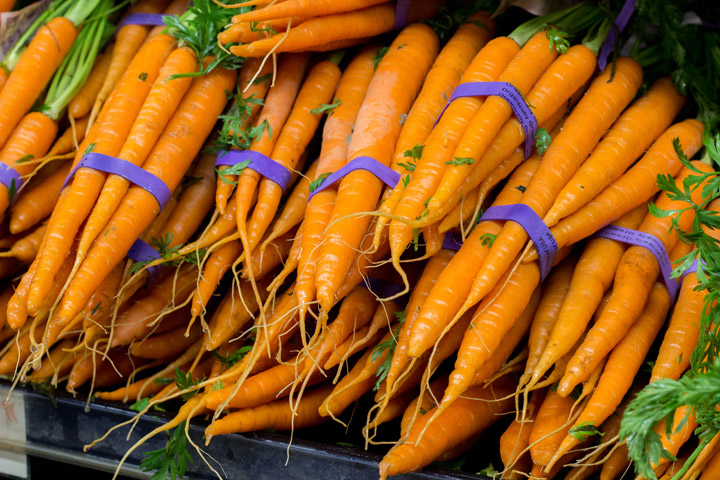 How to Choose and Use Fresh Carrots