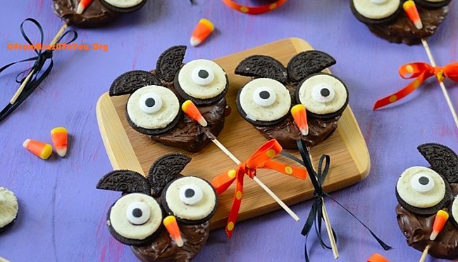 Chocolate Apple Halloween Owls from From Brazil to You plus 10 other Foodie Halloween Projects for Kids