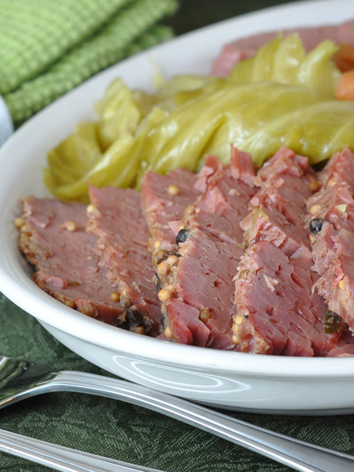 Slow Cooker Corned Beef and Cabbage   NoshOn.It
