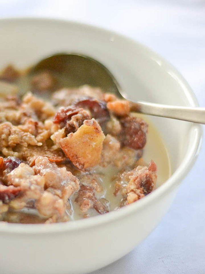 Slow Cooker Apple-Cinnamon Steel-Cut Oatmeal | Recipes | NoshOn.It