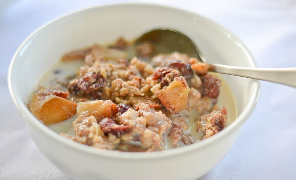 Slow Cooker Apple Cinnamon Steel Cut Oatmeal