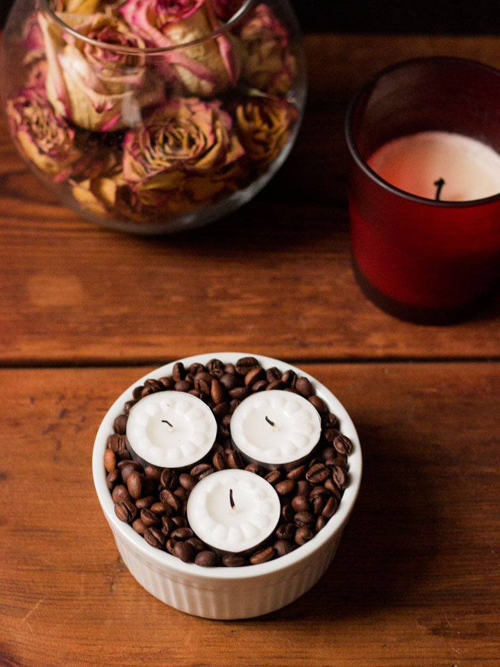 Coffee Bean Candle, Coffee Table Candles, Diy Coffee Table, Coffee Art, Coffee Beans, Candle Centerpieces, Diy Candles, Mason Jar Crafts, Mason Jars Find this Pin and more on I .