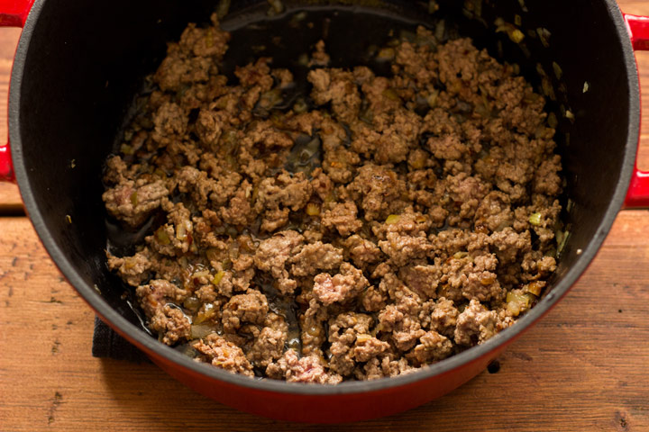 Browning meat for pastitsio