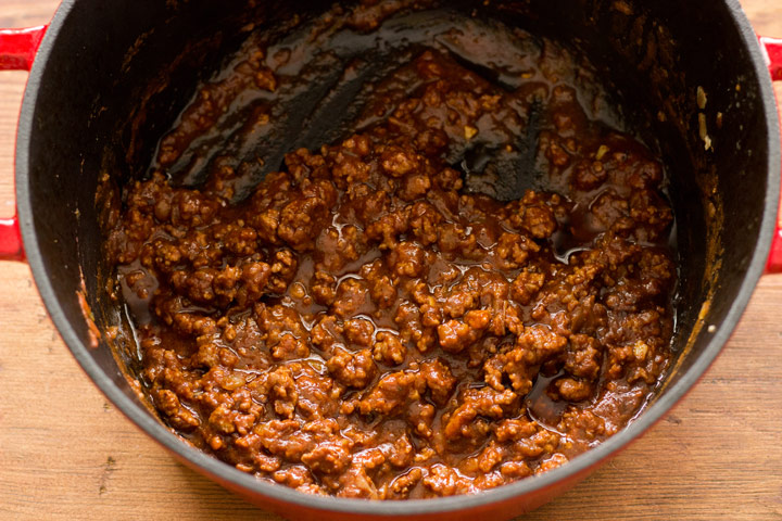Finished meat sauce for pastitsio