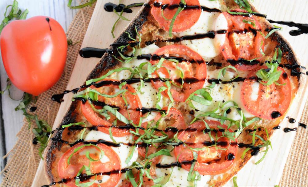 Roasted Garlic Caprese Flatbread