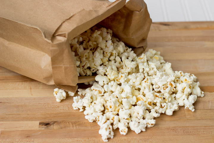 d71670fdc4f DIY Microwave Popcorn  How to make your own popcorn in a brown paper bag