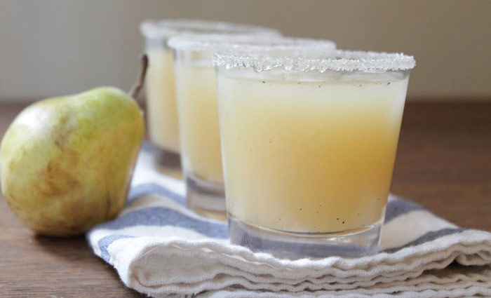 Vanilla, Pear, and Vodka Cocktail - a delicious pre-dinner cocktail for the holidays